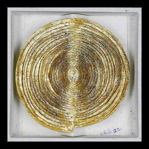 Boîte feuille d'or sur papier découpé