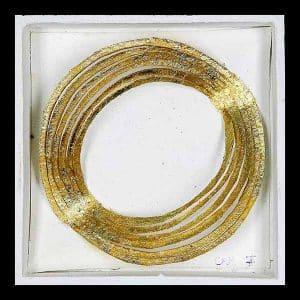 Feuille d'or sur papier découpé dans boîte en bois